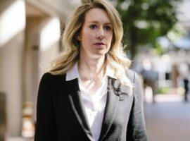 Το σκάνδαλο Theranos, η Ελίζαμπεθ Χολμς και η αναμενόμενη πολύκροτη δίκη
