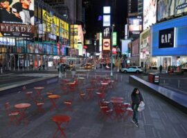 Bloomberg: Για πόσο ακόμη θα ζούμε με το φόβο του κορονοϊού και των μεταλλάξεών του;
