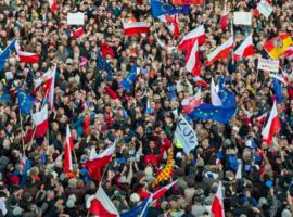 Πολωνία: Η απόφαση του συνταγματικού δικαστηρίου περί υπεροχής του εθνικού δικαίου προκαλεί νέα αναταραχή στις Βρυξέλλες